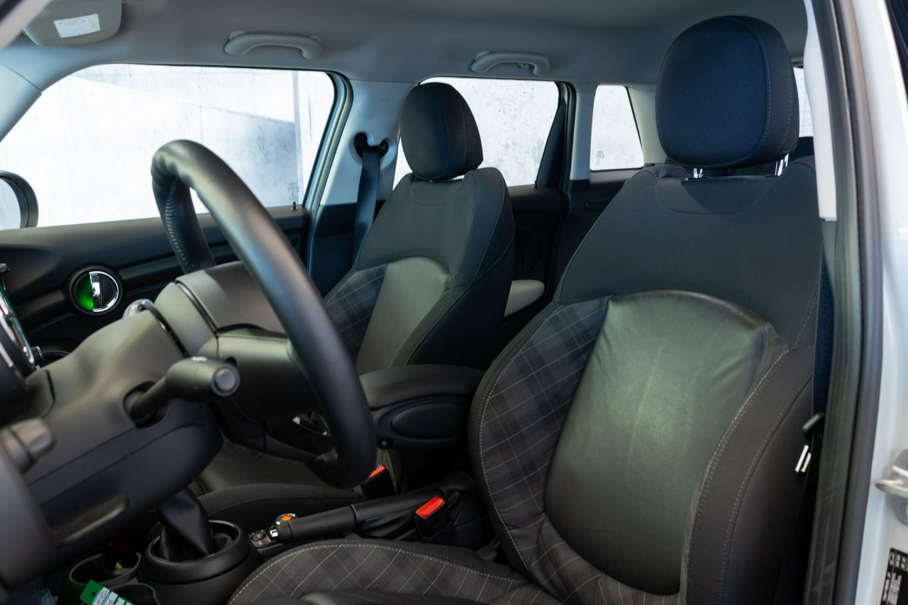 MINI Cooper 5-drzw | Navi! Czujnik parkowania!|_4