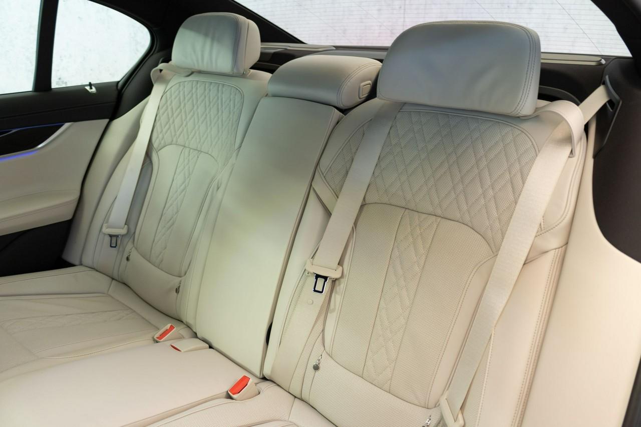 750d xDrive   Head-Up   Harman&Kardon   Surround View   _6